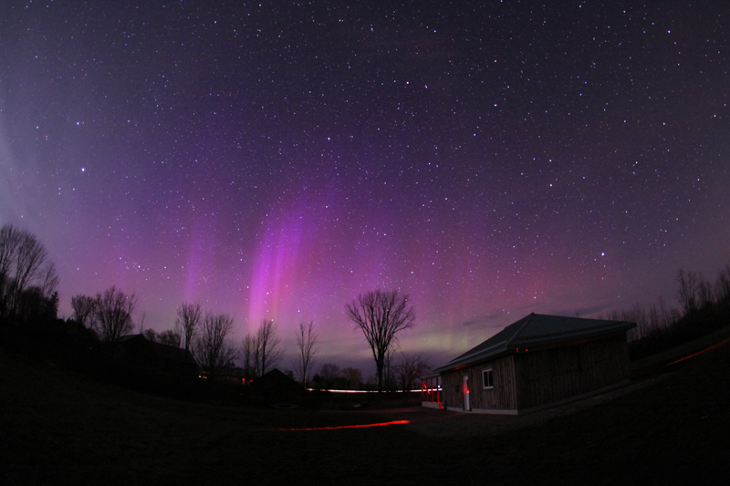 ES-Fox-observatory-purple-aurora---photo---John-Hlynialuk